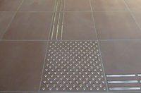 ILIS Indoor Metall Leitsystem auf Fliesen