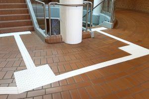 ILIS Rippen- und Noppenplatten leiten sicher durchs Treppenhaus