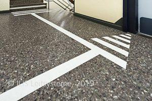 Aufmerksamkeitspfeil ILIS Standard vor Aufzug