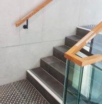 Sicheres Treppenhaus mit ILIS Treppenindikatoren